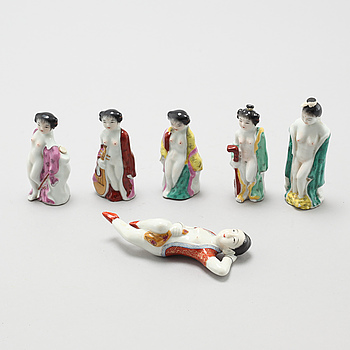 Six 20th century chinese porcelian snuff bottles.