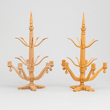 KANDELABRAR, ett par, trä, 1900-talets första hälft.