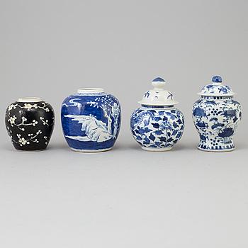 KRUKOR, fyra stycken, porslin. Kina, Qingdynastin, sent 1800-tal/tidigt 1900-tal.