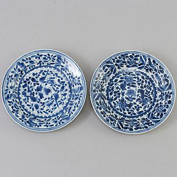 FAT, två stycken, porslin. Qingdynastin, Kangxi (1662-1722).