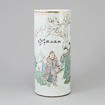 PENSELVAS, porslin. Kina, tidigt 1900-tal.