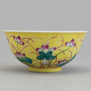 SKÅL, porslin. Kina, Qingdynastin, sent 1800/tidigt 1900-tal.