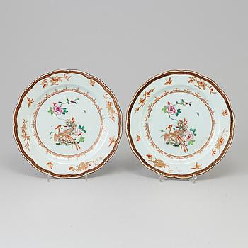 TALLRIKAR, ett par, porslin Kina, Qianlong (1736-95).