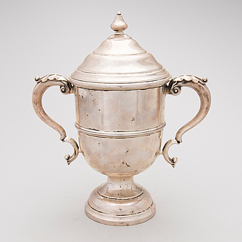 An English early 20th Century silver cup and cover, J. Gloster Ltd, Birmingham 1912.