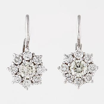 ÖRHÄNGEN, med briljantslipade diamanter totalt ca 1.40 ct.