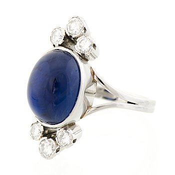 A RING, cabochon cut sapphire, brilliant cut diamonds, platinum. A. Tillander.