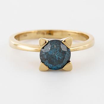 RING, med behandlad blå diamant ca 1.35 ct.