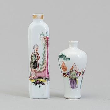 VAS, porslin, Kina, omkring 1900 & FLAKONG, glas, troligen Frankrike, omkring 1800.
