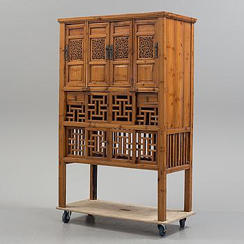 SKÅP, trä. Kina, tidigt 1900-tal.