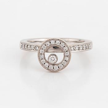 RING, 'Överlapp', med briljantslipade diamanter.