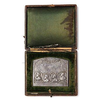 170. JUBILEUMSPLAKETT, silver 925/1000, av Henri Varenne, Paris 1907.