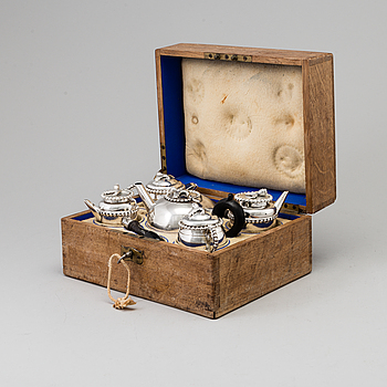 An 18th century parcel-gilt silver 5 piece tea-set, marked FI.
