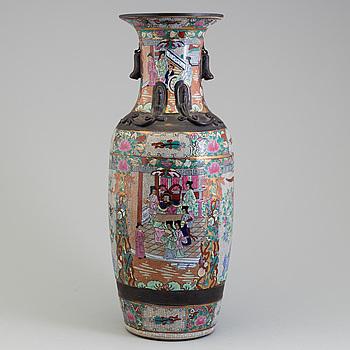 GOLVVAS, porslin, Kina, Sen Qingdynasti, 1900-talets början.