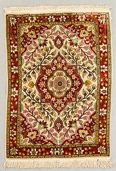MATTA, Täbris old silke, ca 116 x 83 cm.