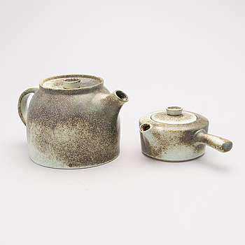 RICHARD LINDH, A pair of tea pots, glazed ceramics, the other signed.