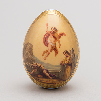 A LATE 19TH CENTURY RUSSIAN PORCELAIN EASTER EGG BY THE IMPERIAL PORCELAIN FACTORY, ST: PETERSBURG.