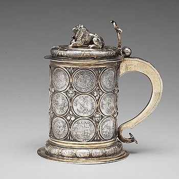 108. A Polish 17th century parcel-gilt silver coin tankard, mark of Andreas Haidt, Danzig (1689-1699).