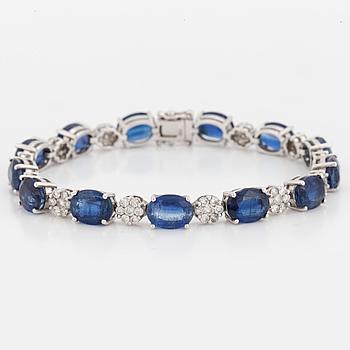 ARMBAND med briljantslipade diamanter tot ca 1.87 ct, och blå kyaniter tot ca 21,40 ct.