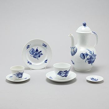 A porcelian set of tableware of 44 pcs by Royal Copenhagen, Denmark, from the latter half of the 20th century.