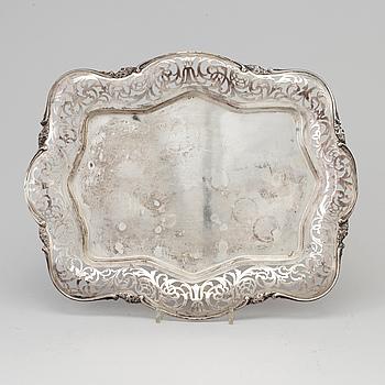 BRICKA, silver, 1900-talets mitt, oidentifierade mästarstämplar.