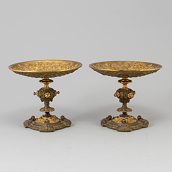 A pair of tazza in brass, late 19th century.