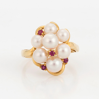 RING, with cultured pearls and rubies.