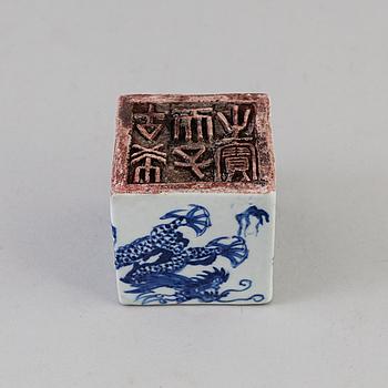 SIGILL, porslin. Kina, omkring 1900.
