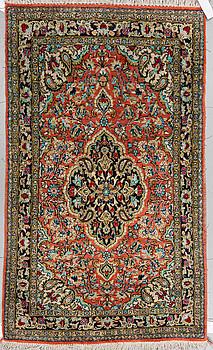 MATTA, old silke Ghom, ca 133 x 81 cm.