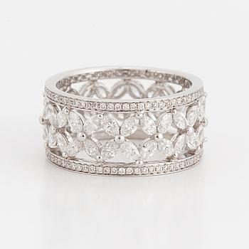 TIFFANY & CO. Ring med navett samt små briljantslipade diamanter.