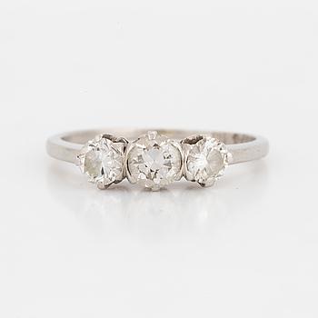 RING, platina och tre gammalslipade diamanter.