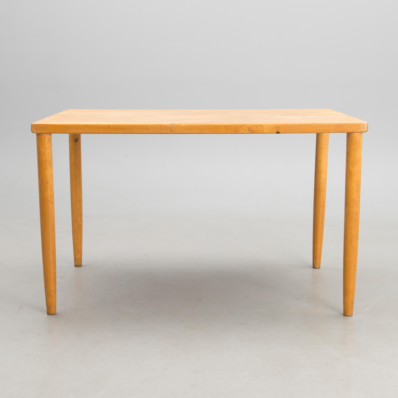 Ilmari Tapiovaara Pöytä