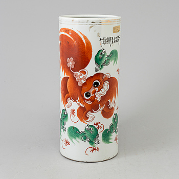 A CHINESE PORCELAIN VASE, late 19th centry.