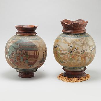 LYKTOR, 2 st, Kina, 1900-talets första hälft.