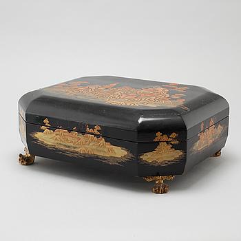 ASK med LOCK, lack. Kina, 1900-tal.