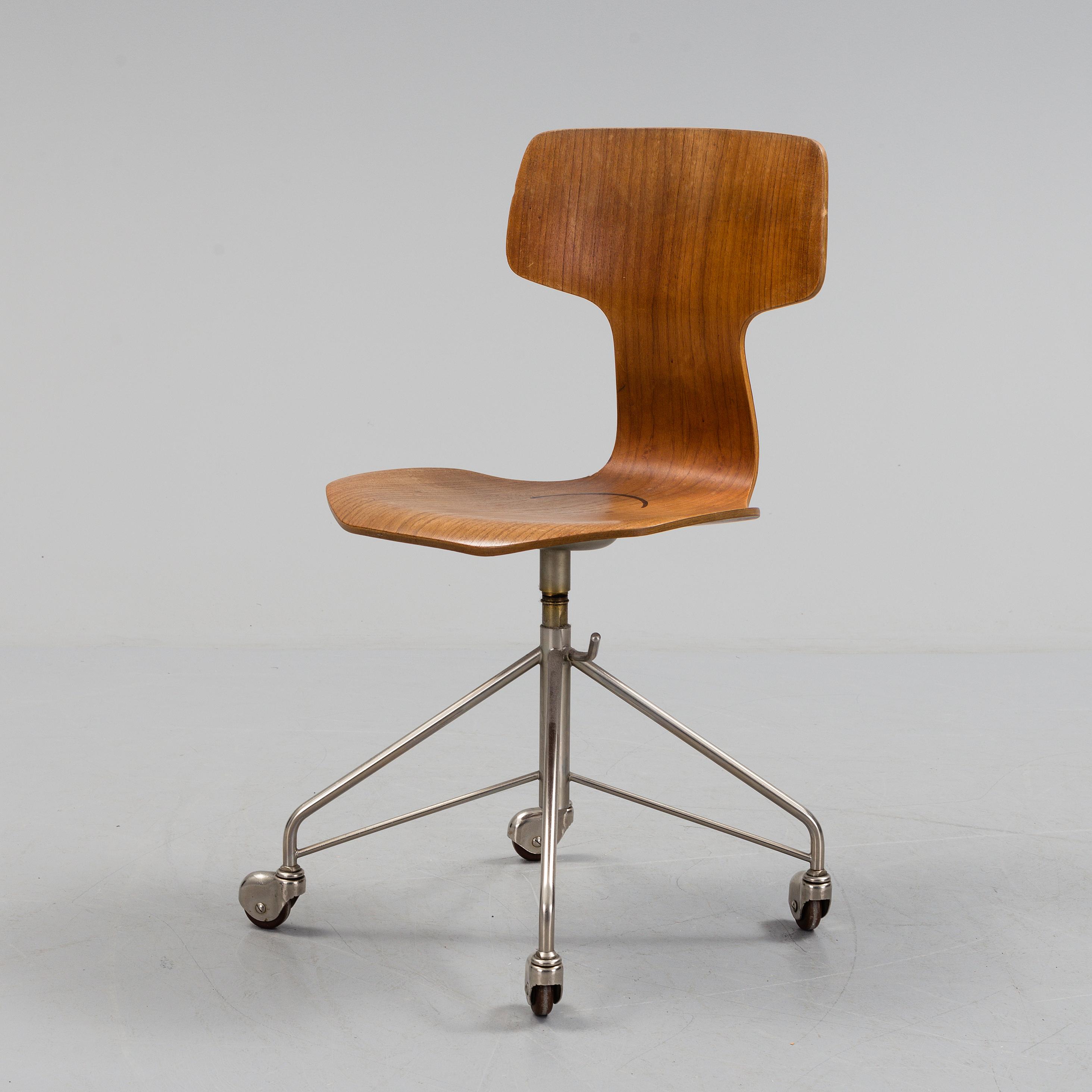 arne jacobsen an 1950s 60s office chair modell 3103 by arne