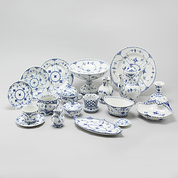 """64 pieces of porcelain tableware from Royal Copenhagen, model """"Musselmalet"""", 20th century."""