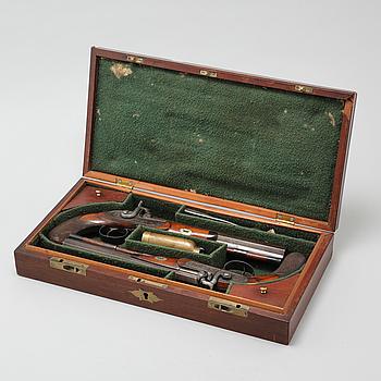SLAGLÅSPISTOLER, ett par, signerade John Hall, England, 1800-talets första hälft.
