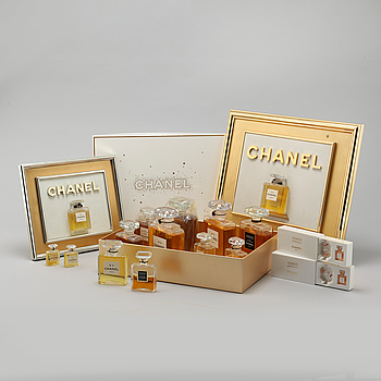 CHANEL, 14 st so called factices and 2 perfume samples.