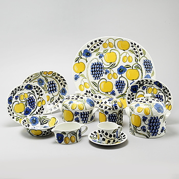 """43 pieces of porcelain tableware by Birger Kaipiainen for Arabia, model """"Paratiisi"""", second half of the 20th century."""