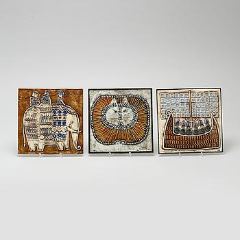 LISA LARSON, väggplaketter, 3 st, stengods, Gustavsberg, stämpelsignerade.