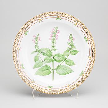 A Royal Copenhagen Flora Danica porcelain plate aprox 1890-1900.