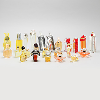 17 so called factices and 7 perfume testers.