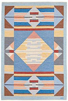 """318. AGDA ÖSTERBERG, MATTA, """"Vattenlek"""" rölakan, ca 302 x 202,5 cm, signerad AÖ."""