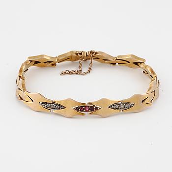 ARMBAND, med rosenslipade diamanter samt syntetiska rubiner.