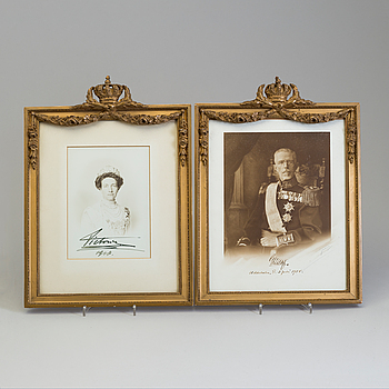 A PAIR OF ROYAL PHOTOGRAPHS WITH AUTOGRAPHS, Gustaf and Victoria. Signed, 1918.