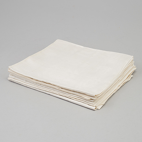 6 noble napkins, linen damask, with embroidered monogram of noble family gyllengahm, around the year 1800