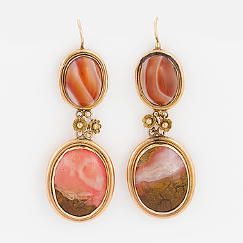 EARRINGS, late 1800's. Agate and 14 karat gold.