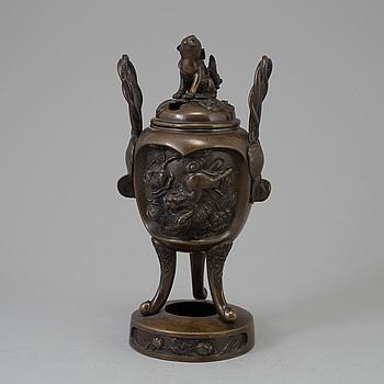 RÖKELSEKAR med LOCK, brons. Japan, 1900-tal.