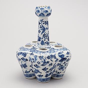 TULPANVAS, porslin, Kina sekelskiftet 1800/1900.