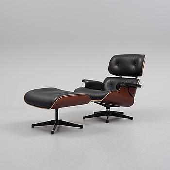 "CHARLES & RAY EAMES, ""Lounge Chair"", fåtölj med fotpall, Vitra, 2010-tal."